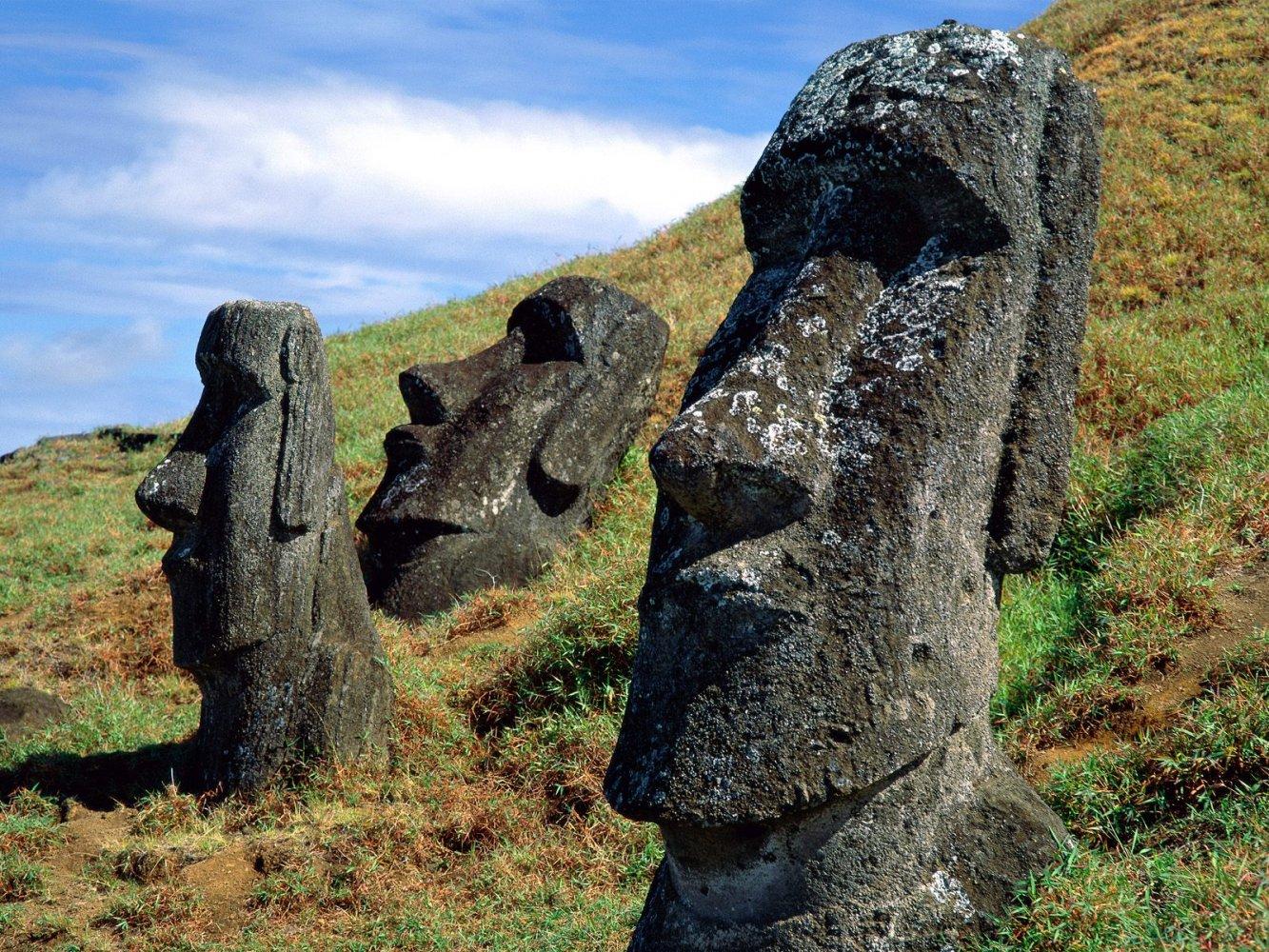 Фото Моаи на отдыхе. Чили, Valparaiso, Исла де Паскуа, Camino Vaitea Anakena