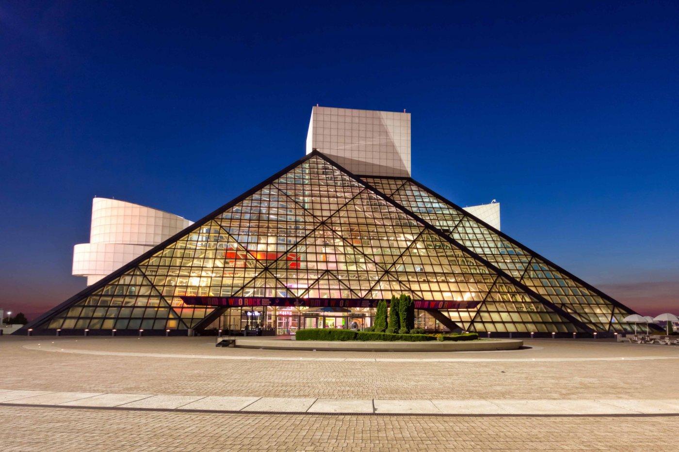 Фото Зал славы рок-н-ролла. Соединенные Штаты Америки, Ohio, Cleveland, North Coast Harbor Walkway