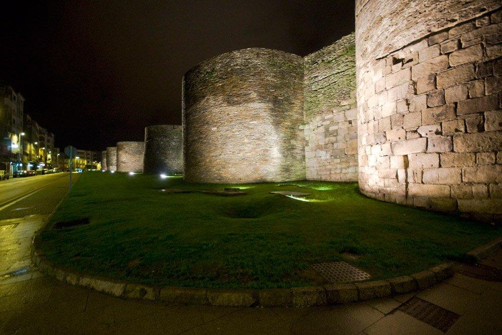 Фото Древнеримские стены в Луго. Испания, Галисия, Луго, Ronda da Muralla, 41