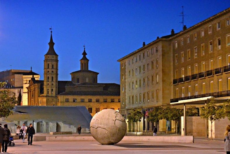 Фото Фонтан Испанидад. Испания, Aragon, Zaragoza, Plaza Nuestra Senora del Pilar, 1