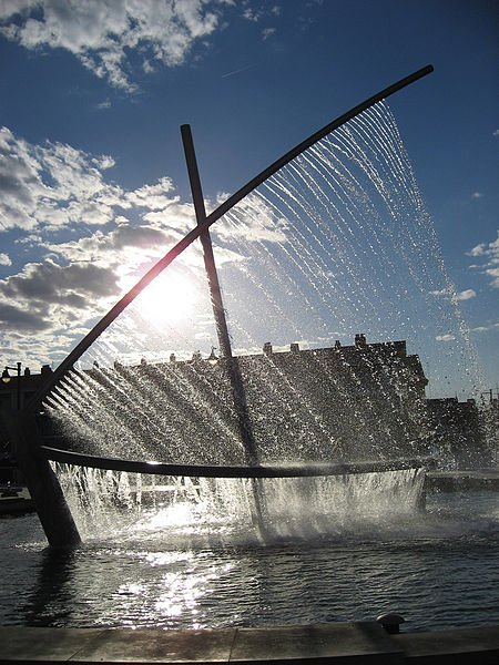Фото Фонтан-лодка. Испания, Comunidad Valenciana, Valencia, Carrer de Pavia, 89