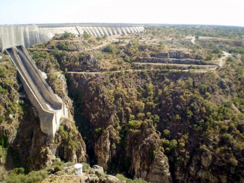 Фото Плотина Альмендра. Испания, Кастилия и Леон, Вильяр-дель-Буэй, ZA-315, 7