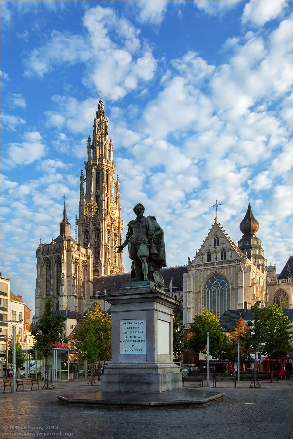 Фото Собор Антверпенской Богоматери. Бельгия, Vlaams Gewest, Antwerpen, Blauwmoezelstraat, 9