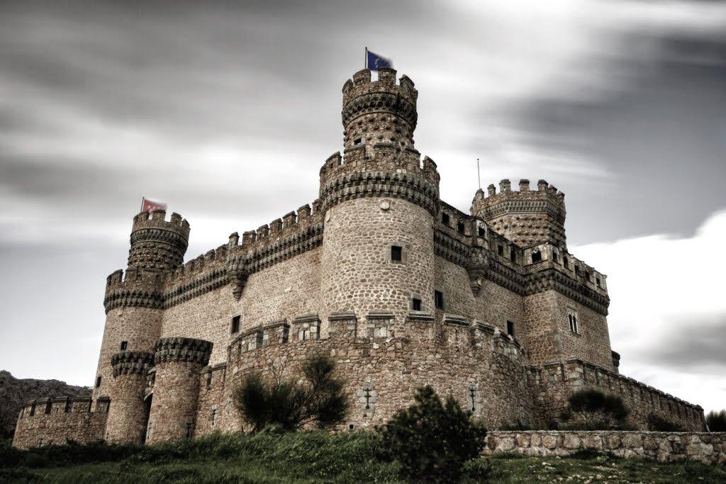 Фото Замок Мансанарес-эль-Реал. Испания, Мадрид, Мансанарес-эль-Реаль, Улица Каньяда, 58