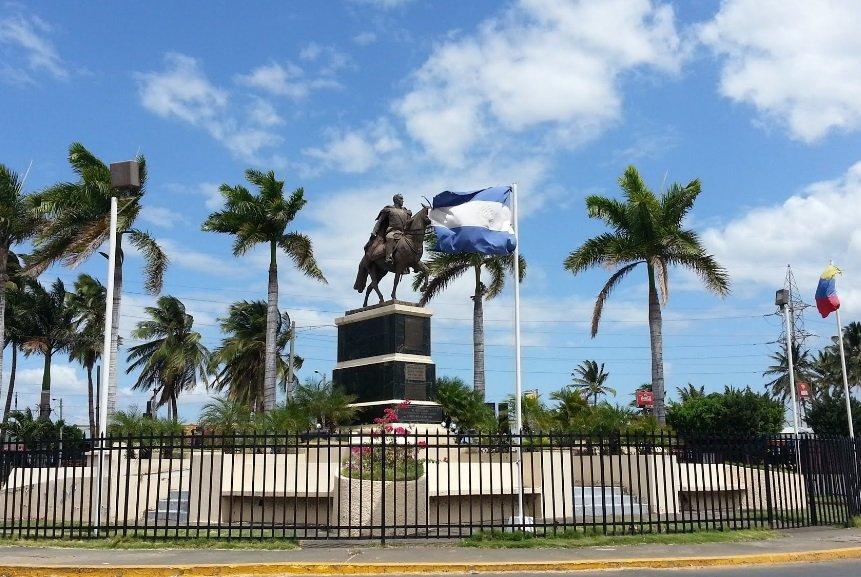 Фото Памятник Симону Боливару. Никарагуа, Managua, Paseo Xolotlan