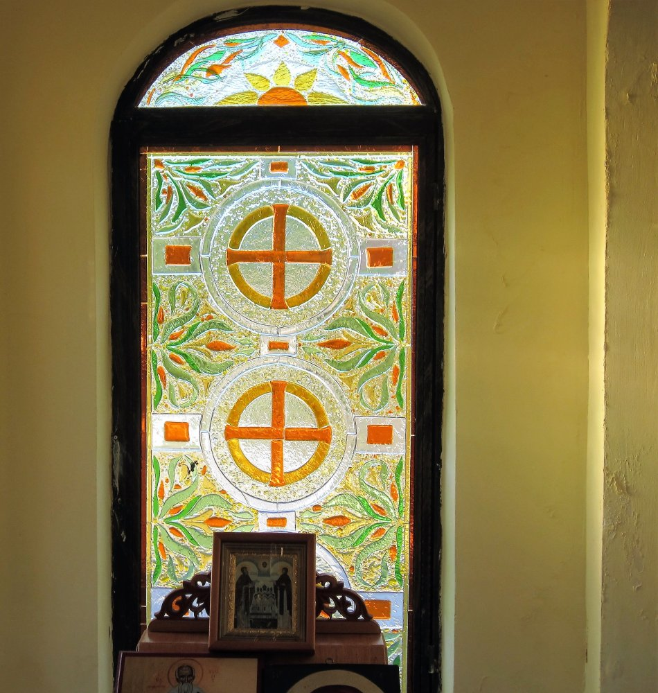 Фото Витражи в часовне Св. Николая Чудотворца.