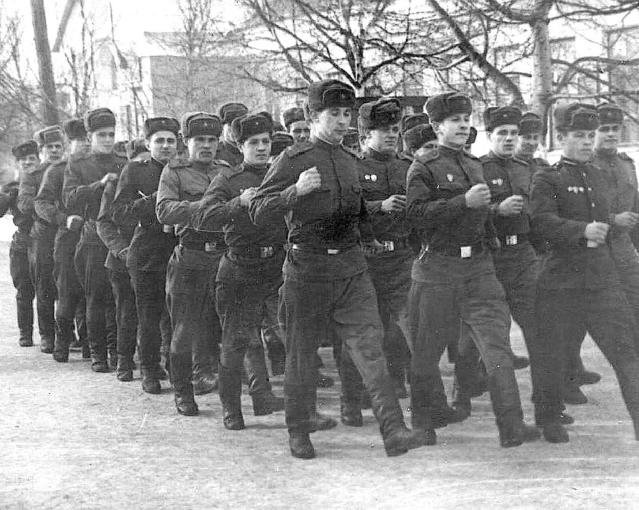 Фото 1 рота 11085 следует на обед 1968 год. Россия, Приморский край, Дальнереченск, улица Татаринцева, 72