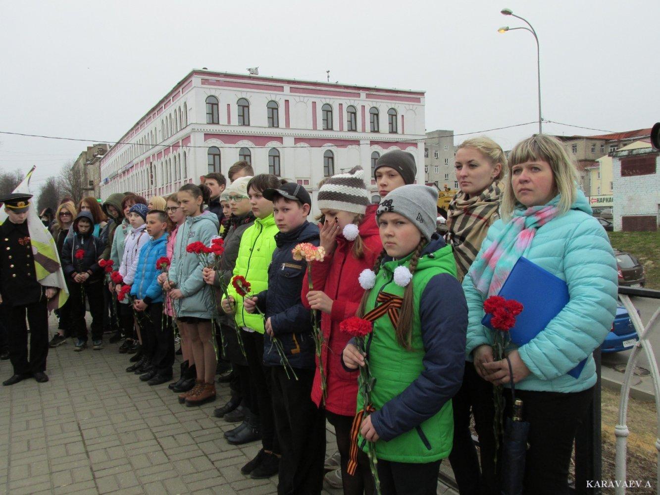 Фото Митинг 17.JPG. Россия, Ярославская область, Рыбинск, Волжская набережная улица, 6