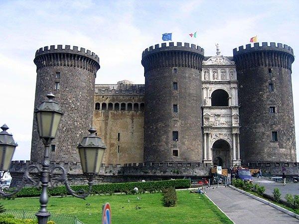Фото Замок Кастель-Нуово. Италия, Campania, Napoli, Via Ammiraglio Ferdinando Acton, 229