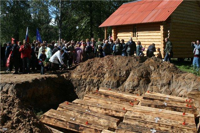 Фото Захоронение защитников Родины.. Россия, Псковская область, E22