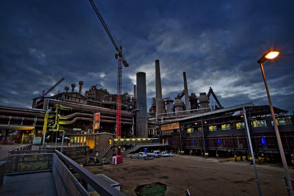 Фото Металлургический завод в Фёльклингене. Германия, Саар, Фёльклинген, Ратхаусштрассе, 52
