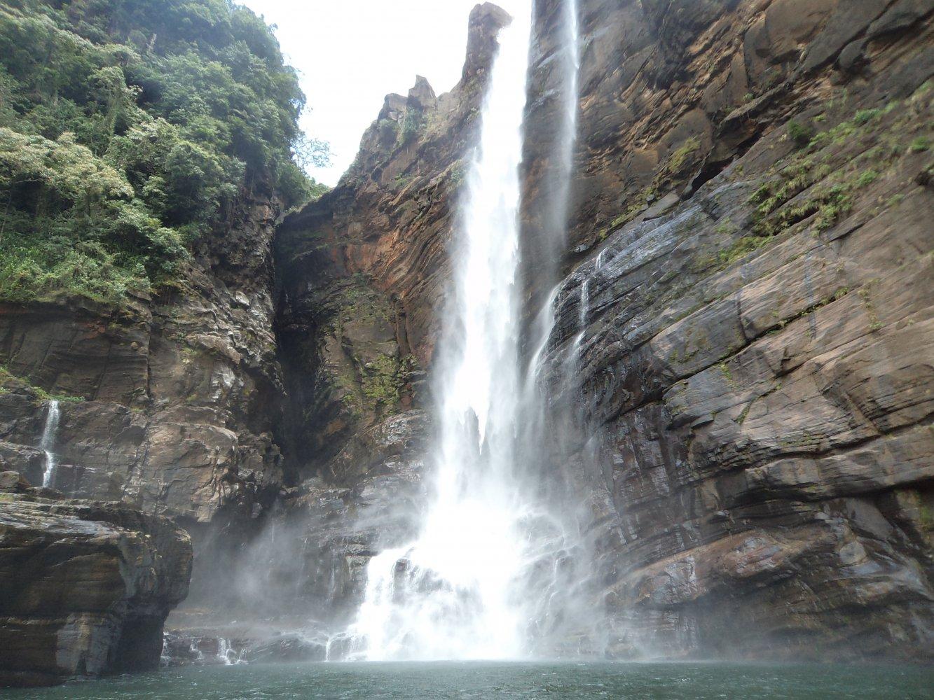 Фото Водопад Лаксапана, Шри-Ланка. Шри-Ланка, Центральная провинция, Norton - Maskeliya Road