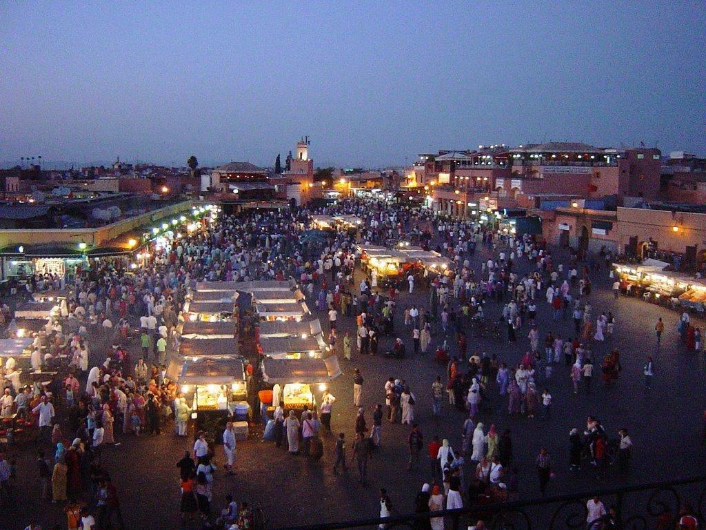Фото Площадь Джемаа Эль - Фна, Марракеш, Морокко. Марокко, Марракеш-Тенсифт-Эль-Хауз, Марракеш, Medina, Passage Prince Moulay Rachid