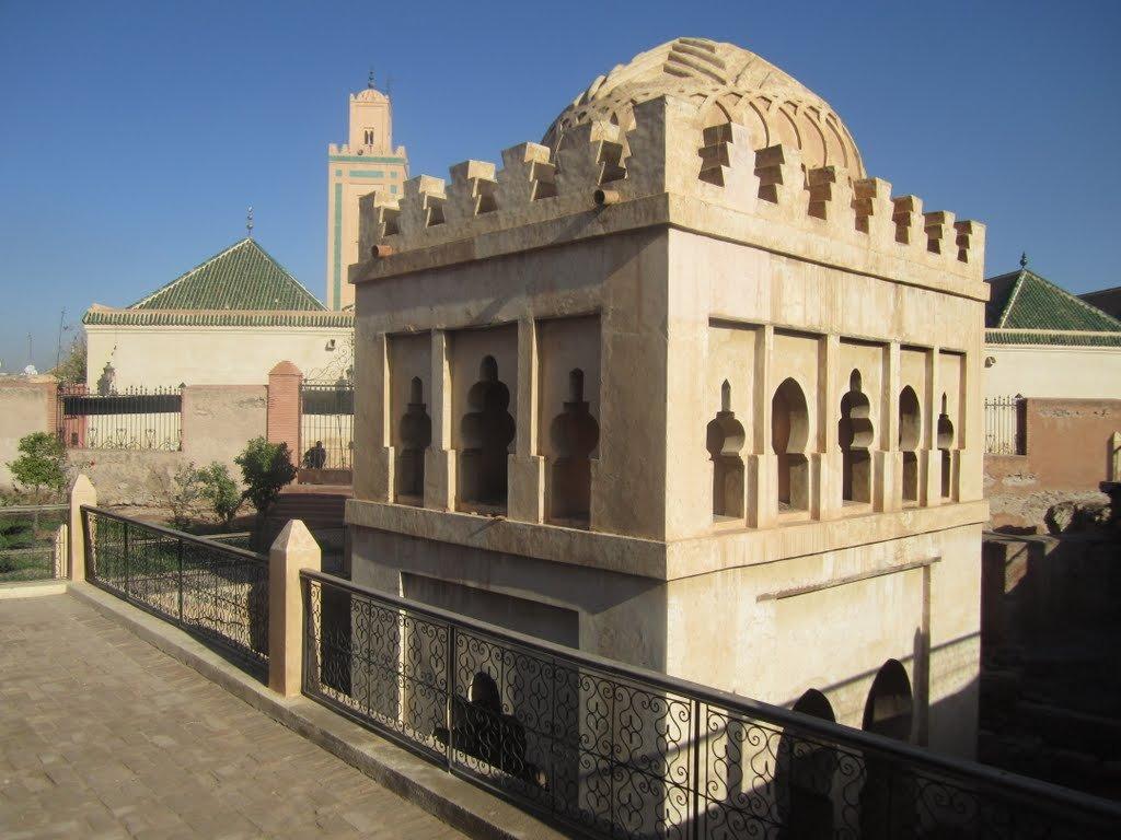 Фото Кубба-аль- Баадийн, Марракеш, Морокко. Марокко, Марракеш-Тенсифт-Эль-Хауз, Марракеш, Medina, Place de La Kissariat Ben Youssef