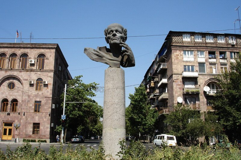 Фото Памятник Андрею Сахарову, Ереван, Армения. Армения, Ереван, Кентрон, Улица Налбандяна, 9