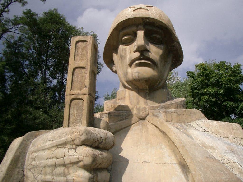 Фото Монумент неизвестному солдату, Ванадзор, Армения. Армения, Лори, Ванадзор, Shirakatsi Street