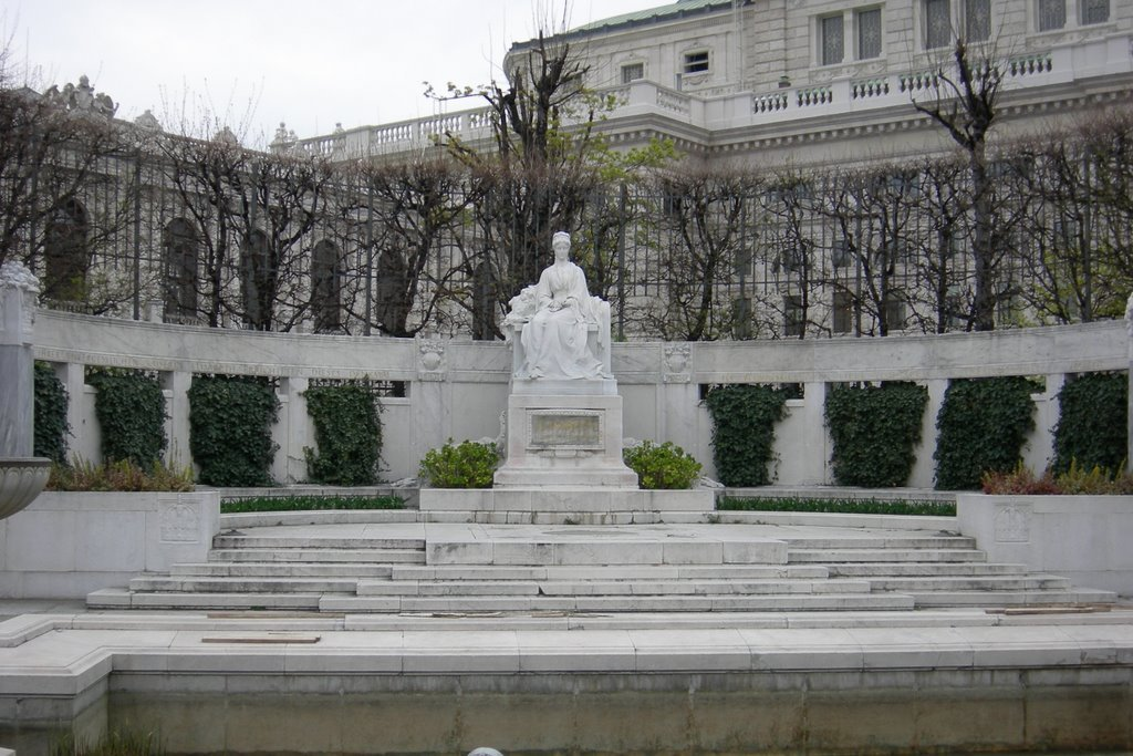 Фото Памятник императрице Елизавете Баварской. Австрия, Вена, Фольксгартен