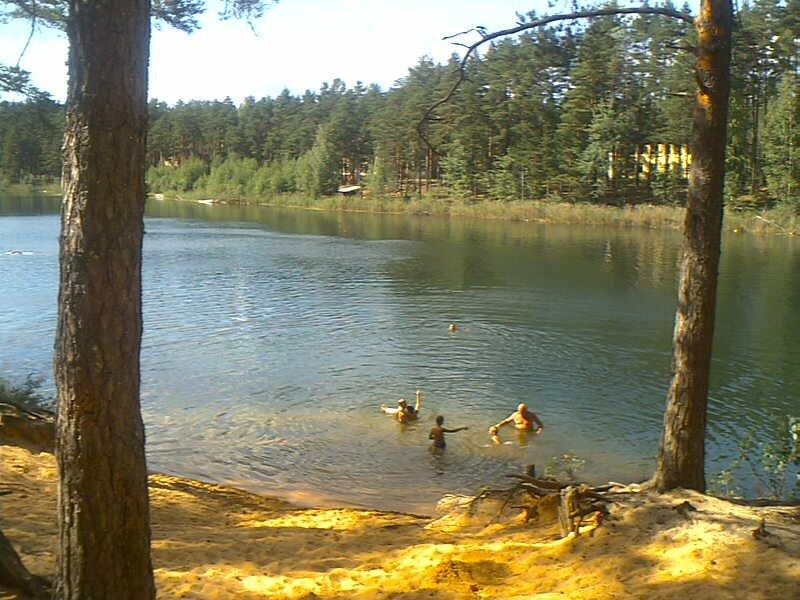 озера под лугой для рыбалки