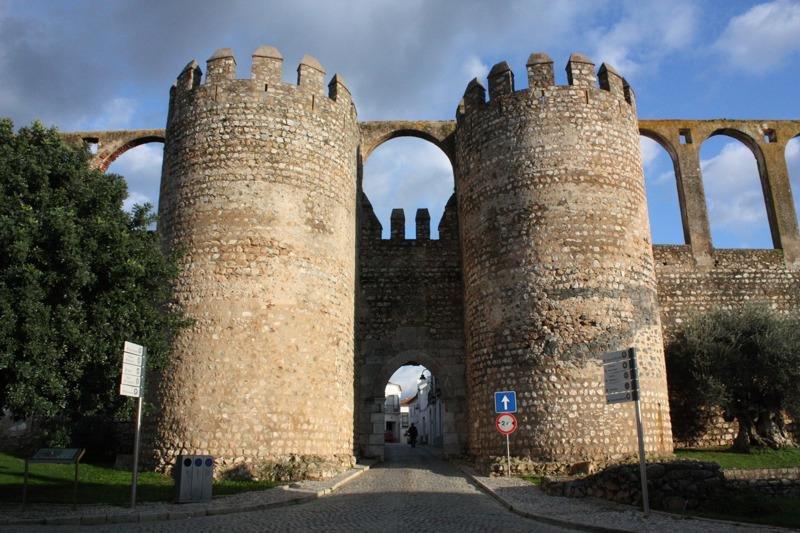 Фото Замок Серпа. Португалия, Beja, Serpa, Rua da Figueira, 7