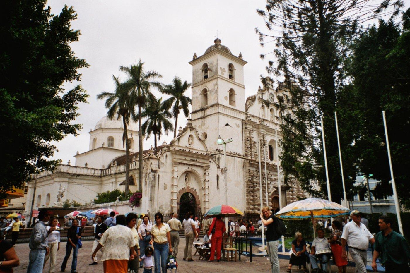 Фото Кафедральный собор Сан Мигель. Honduras, Francisco Morazan, Tegucigalpa, Avenida Miguel Cervantes