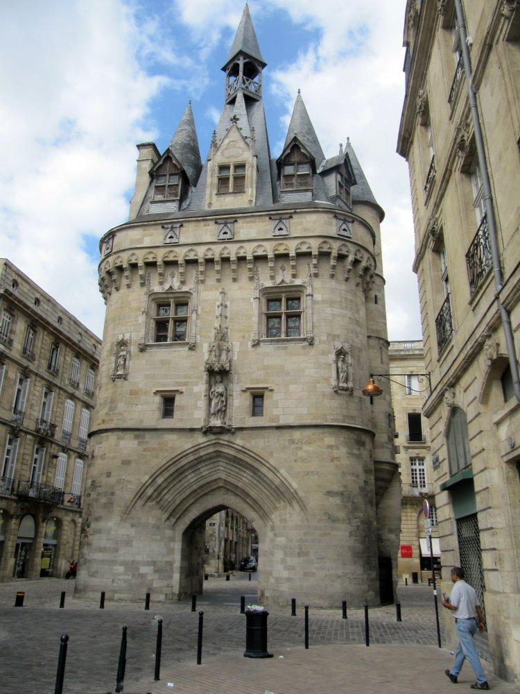 Фото Ворота Кайо. Франция, Bordeaux, Rue Porte de Cailhau, 3