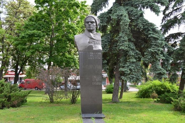 Фото Аллея героев. Украина, Черниговская область, Чернигов, Деснянский, аллея Героев