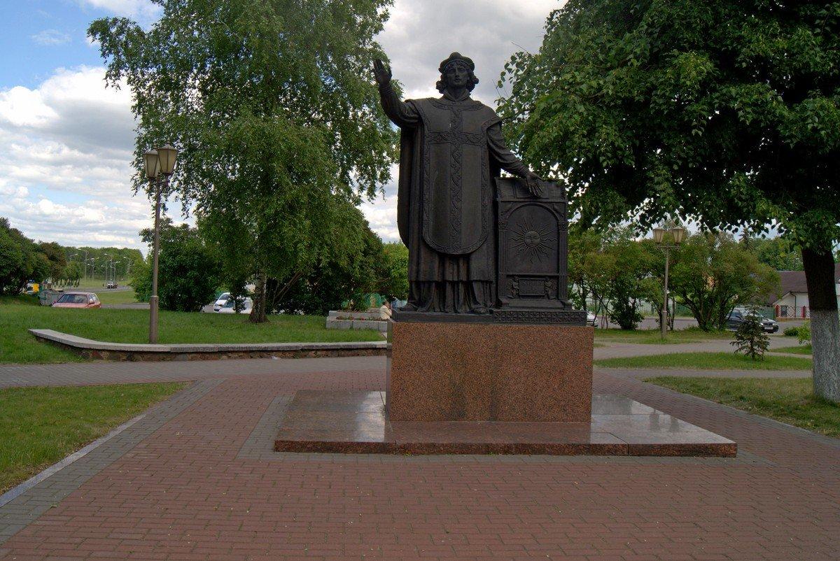 Фото Памятник Скорине. Беларусь, Гродненская область, Лида, улица Замковая