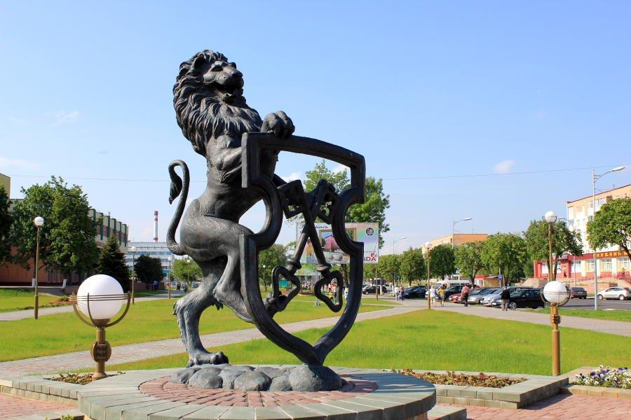 Фото Гербовый лев. Беларусь, Гродненская область, Лида, проспект Победы