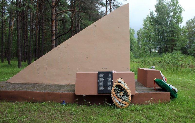 Фото Памятник советским патриотам. Россия, Ленинградская область, Сланцы, Комсомольское шоссе, 36
