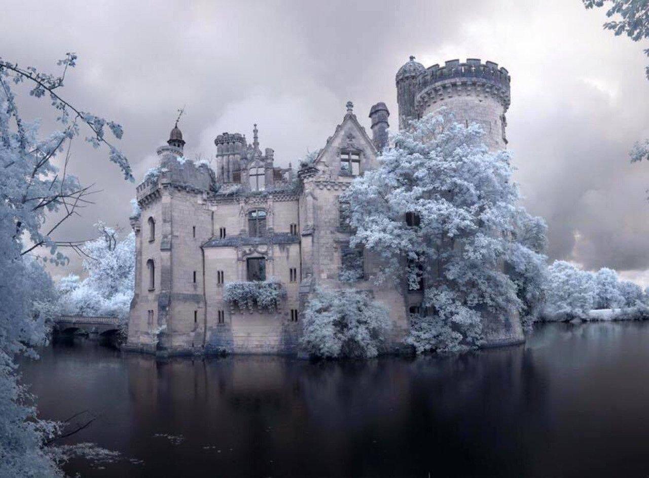 Фото Château de la Mothe-Chandeniers. Франция, Aquitaine-Limousin-Poitou-Charentes, Les Trois-Moutiers, La Mothe Chandeniers
