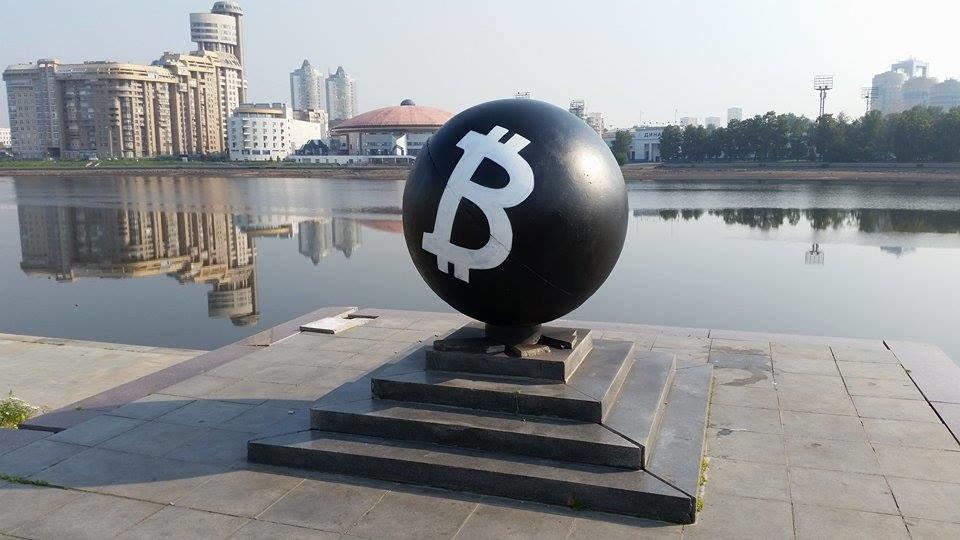 Фото Шар - bitcoin. Россия, Свердловская область, город Екатеринбург, площадь Октябрьская, 2
