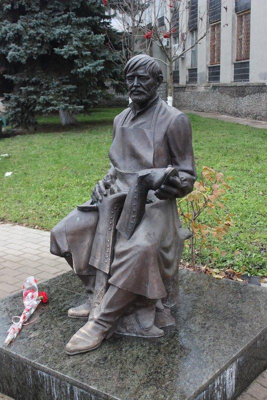 Фото Памятник сапожнику.