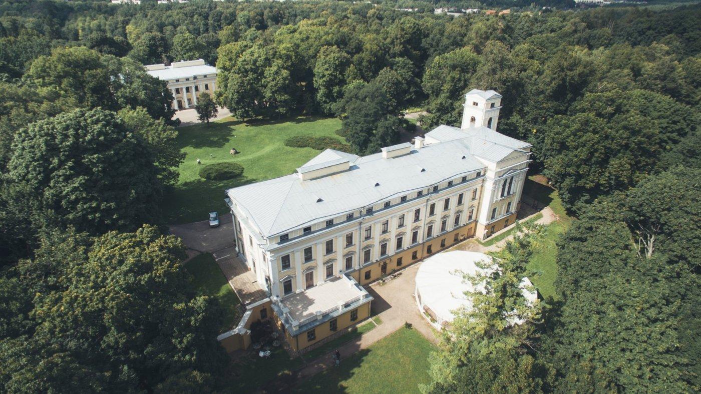 Фото дворец. Литва, Вильнюсский уезд, Вильнюс, Zaliuju Ezeru gatve, 49
