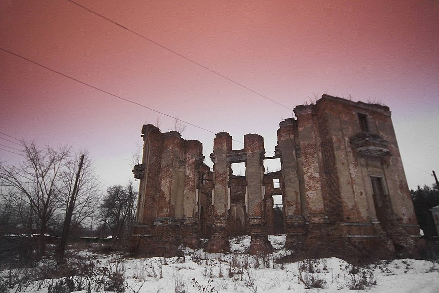 Фото развалины. Россия, Московская область, Петровское, кольцо Московское Малое