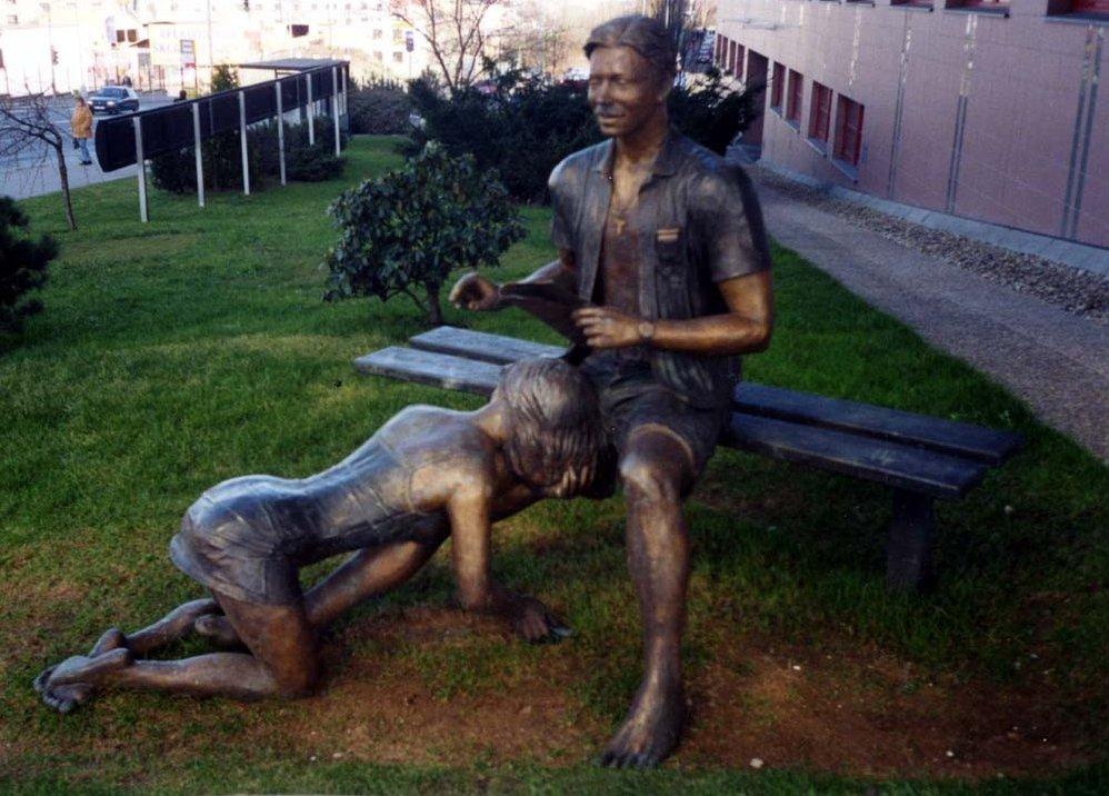 Памятник шлюхе прага