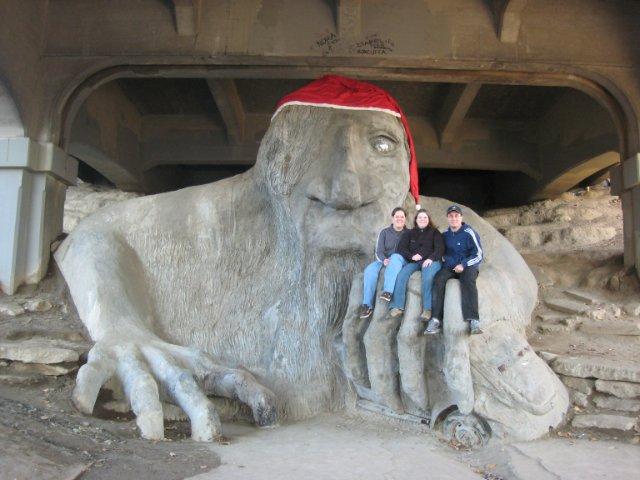 Фото тролль под мостом. Соединенные Штаты Америки, Вашингтон, Сиэтл, Орора-авеню Север, 3401-3699