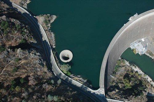 Фото вертикальный слив. Великобритания, A6013,