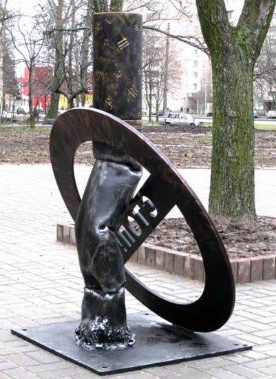 Фото памятник последней сигарете. Россия, город Санкт-Петербург, Софийская улица, 44