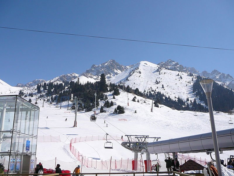 Фото вид со станции на горы со станции канатной дороги курорта Чимбулак. Казахстан, Almaty Province, Almaty, Unnamed Road