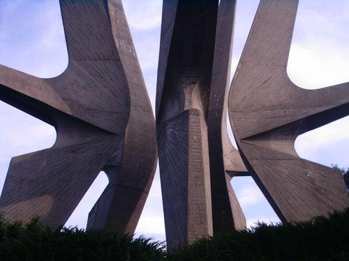 Фото Монумент в память о партизанской дивизии. Сербия, Кораћица