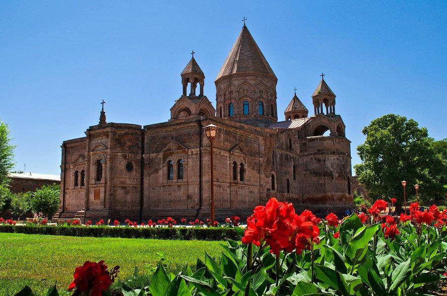 Фото Эчмиадзинский кафедральный собор. Армения, Армавир, Вагаршапат, Movses Khorenatsi Street