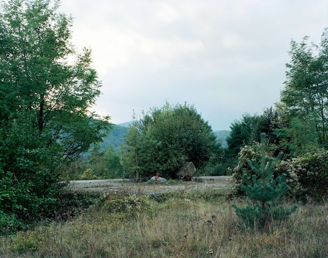 Фото место, где когда-то был монумент. Хорватия, Пожежско-Славонская жупания, Kamenska, D38