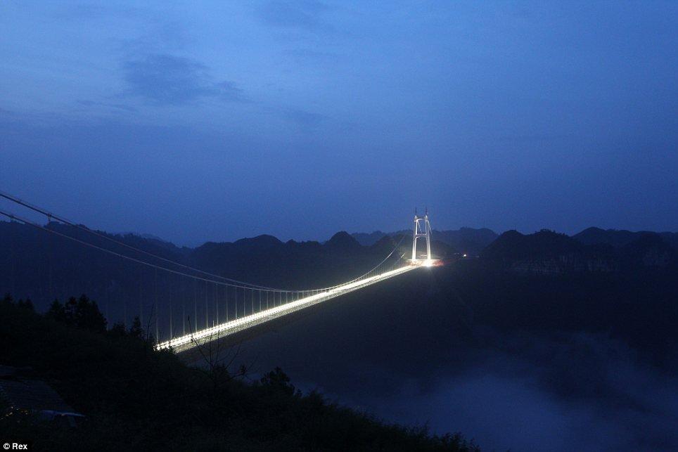 Фото Мост Айжай. Китай, Хунань, Сянси-Туцзя-Мяоский автономный округ, 209 National Road
